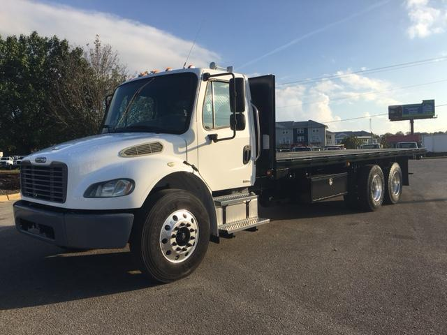 2006 Freightliner BUSINESS CLASS M2 106 1