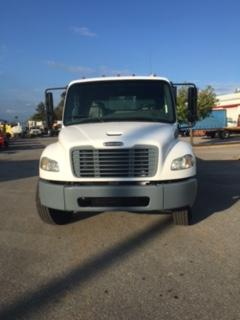 2006 Freightliner BUSINESS CLASS M2 106 4