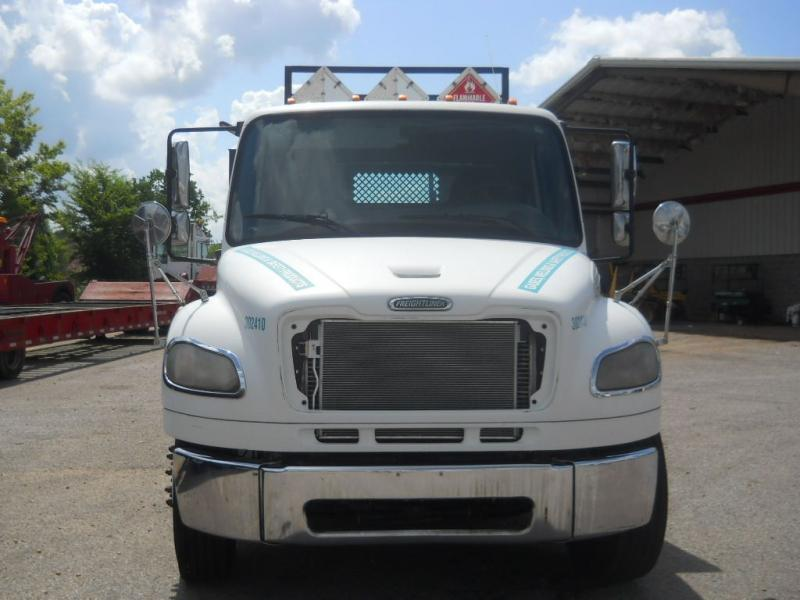 2005 Freightliner BUSINESS CLASS M2 106 3