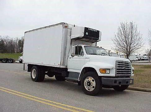 1999 Ford F800 2