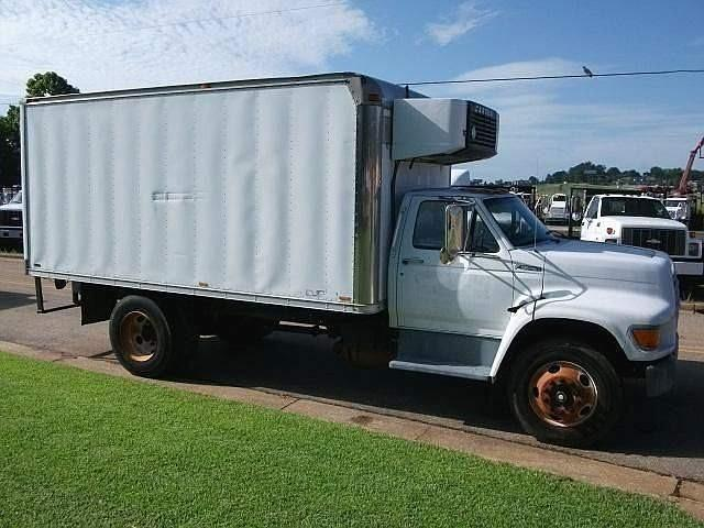 1999 Ford F800 3