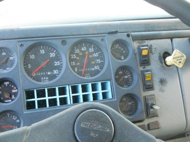 2000 Freightliner FL80 9