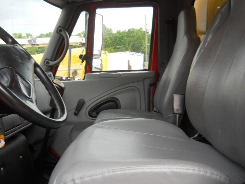 2005 International 4300 8