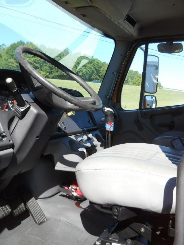 2006 Freightliner BUSINESS CLASS M2 106 3
