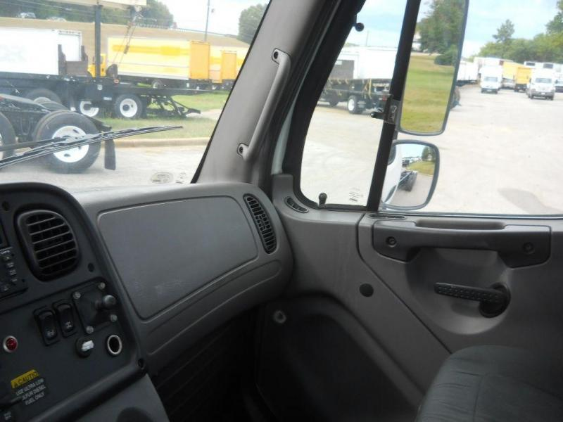 2008 Freightliner BUSINESS CLASS M2 112 23