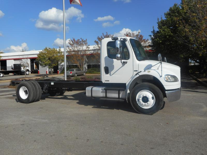 2005 Freightliner BUSINESS CLASS M2 106 1