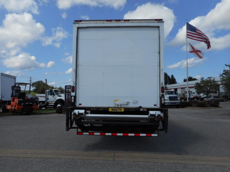 2009 Freightliner BUSINESS CLASS M2 106 7