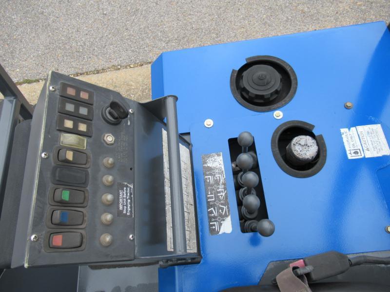 2003 Moffett M5500 2