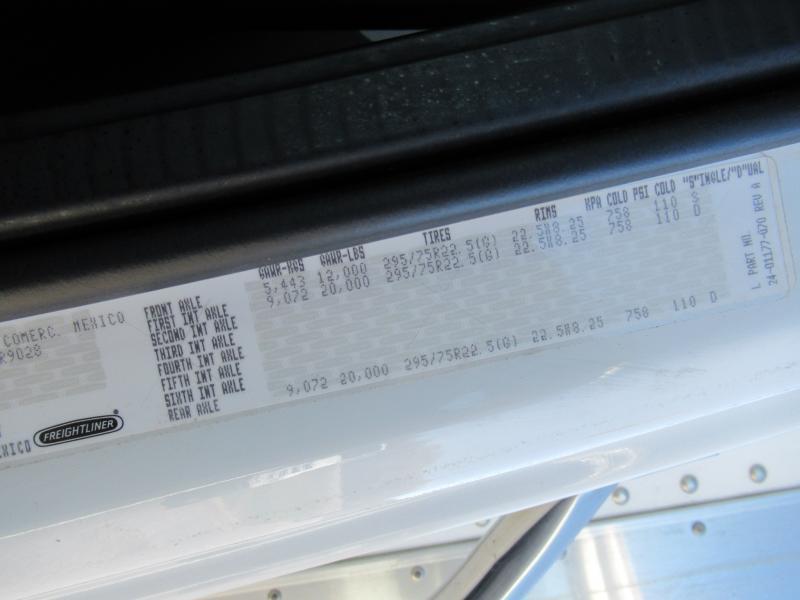 2015 Freightliner BUSINESS CLASS M2 106 17