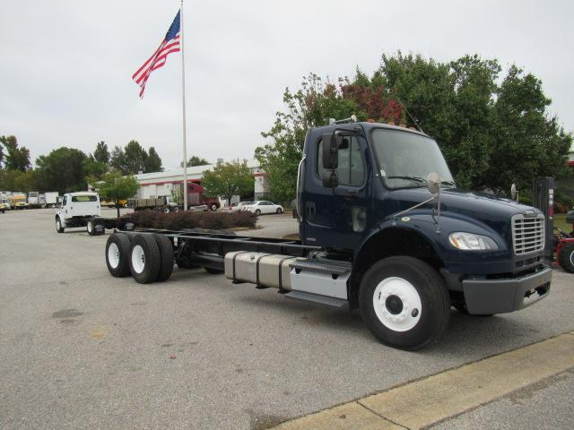 2012 Freightliner BUSINESS CLASS M2 106 1