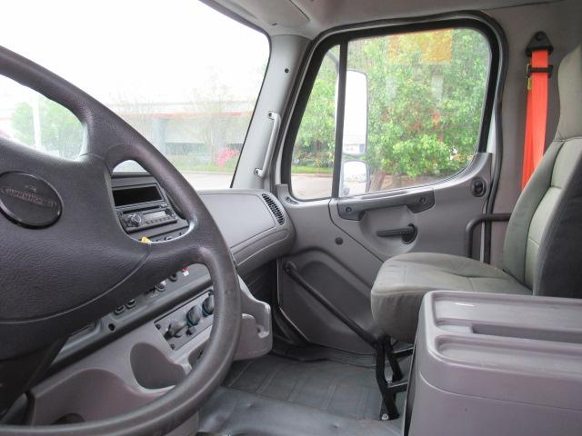 2010 Freightliner BUSINESS CLASS M2 106 8