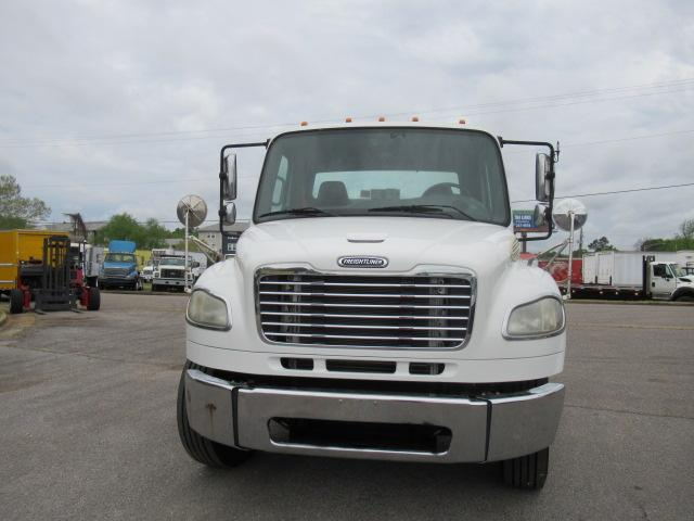 2010 Freightliner BUSINESS CLASS M2 106 3