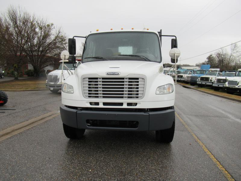 2013 Freightliner BUSINESS CLASS M2 106 2