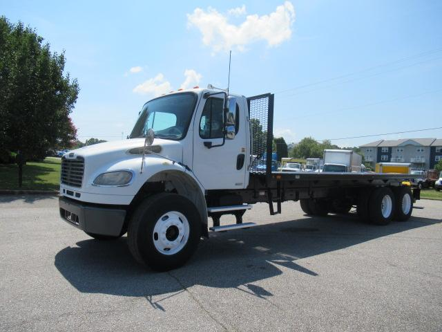 2010 Freightliner BUSINESS CLASS M2 106 1