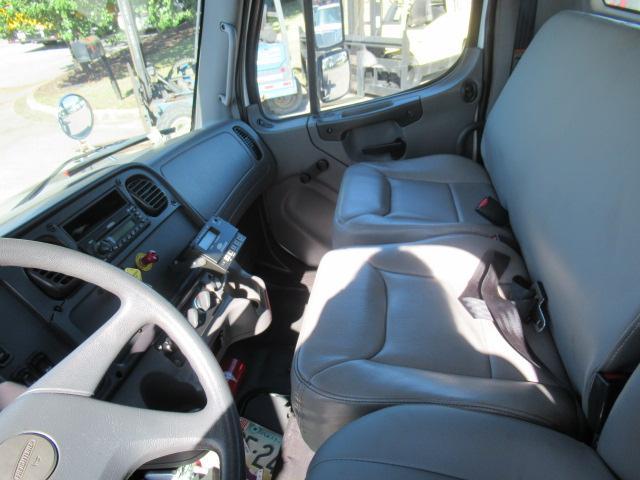 2007 Freightliner BUSINESS CLASS M2 106 10