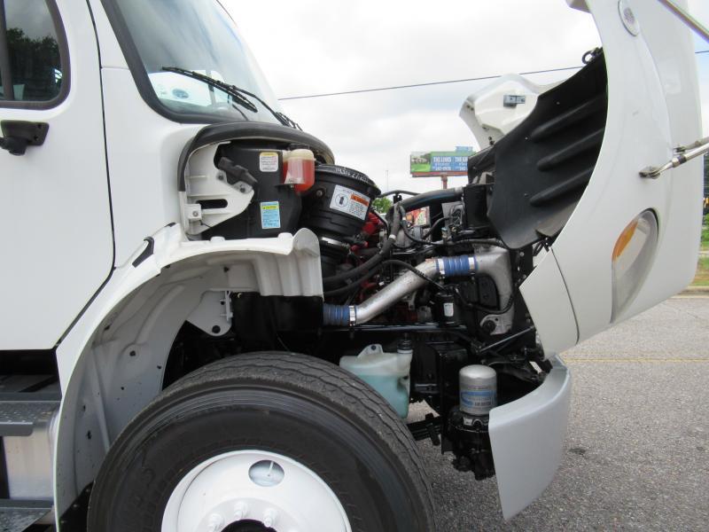 2013 Freightliner BUSINESS CLASS M2 106 13