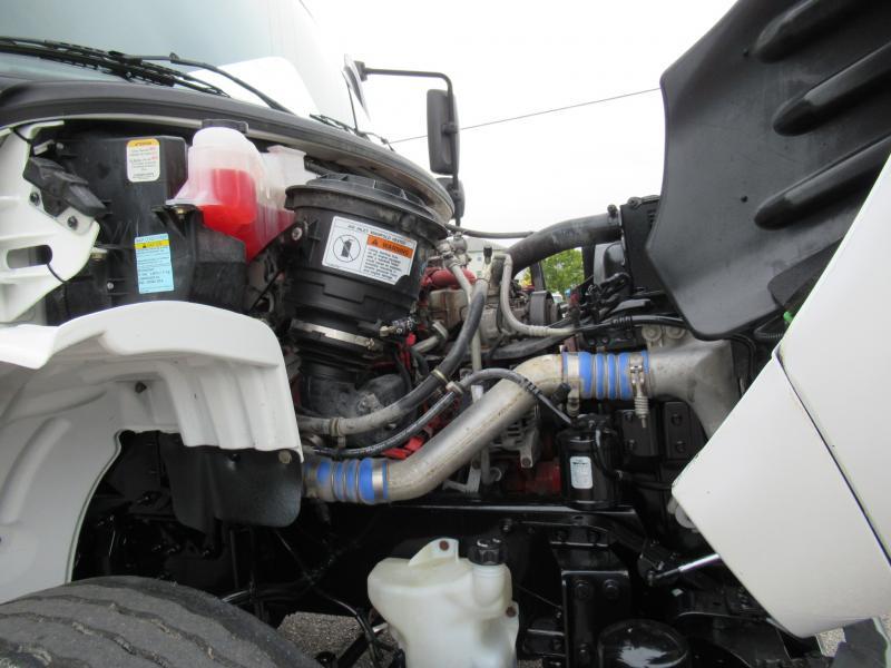 2014 Freightliner BUSINESS CLASS M2 106 17