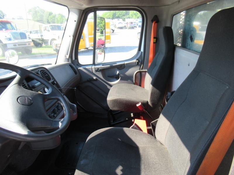 2013 Freightliner BUSINESS CLASS M2 106 11