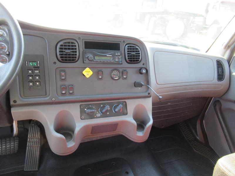 2013 Freightliner BUSINESS CLASS M2 106 13