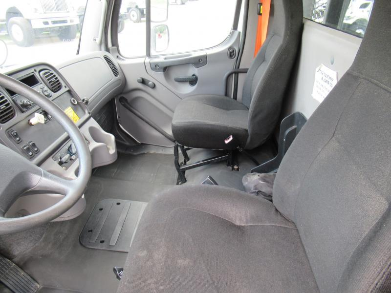 2013 Freightliner BUSINESS CLASS M2 106 8
