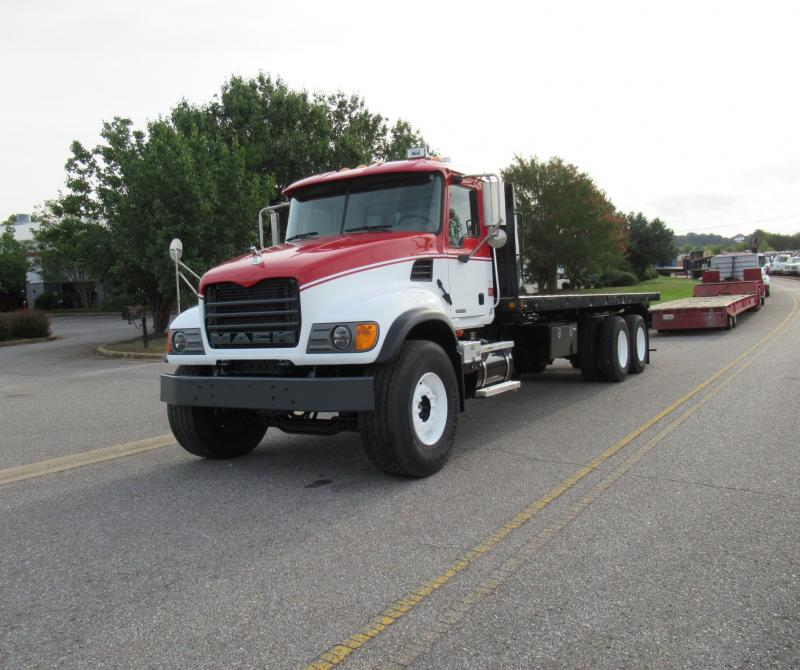 2005 Mack CV713 10