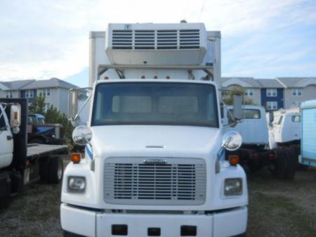 2000 Freightliner FL80 2