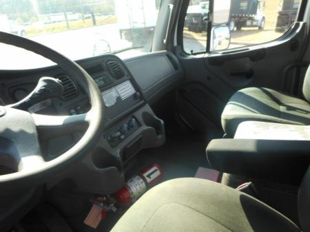 2005 Freightliner BUSINESS CLASS M2 106 6