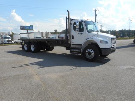 2009 Freightliner BUSINESS CLASS M2 106 2