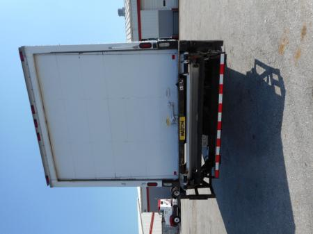 2009 Freightliner BUSINESS CLASS M2 106 8