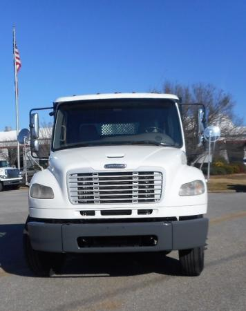2008 Freightliner BUSINESS CLASS M2 106 2