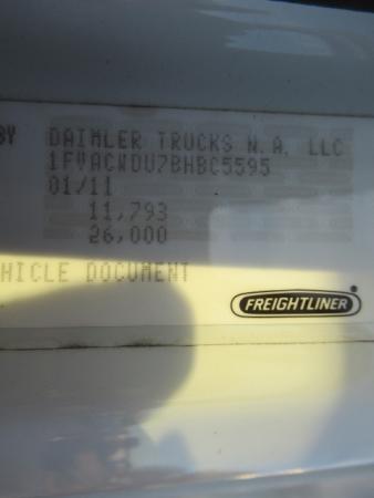 2011 Freightliner BUSINESS CLASS M2 106 8