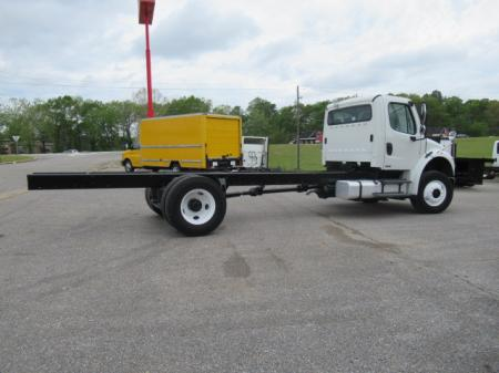 2010 Freightliner BUSINESS CLASS M2 106 5