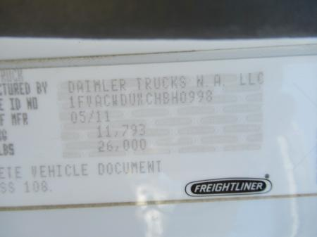 2011 Freightliner BUSINESS CLASS M2 106 8