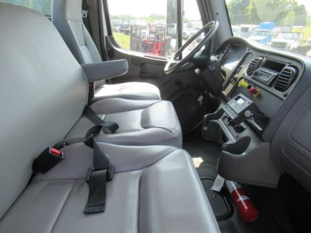 2007 Freightliner BUSINESS CLASS M2 106 11