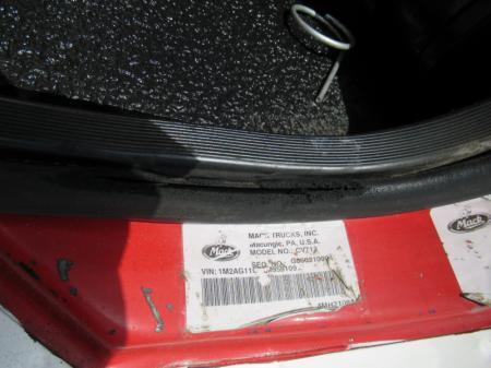 2007 Mack CV713 19