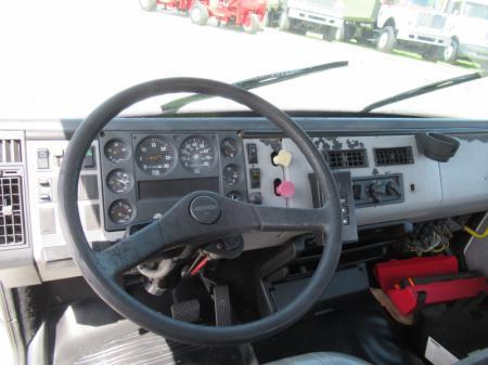 1998 Freightliner FL80 9
