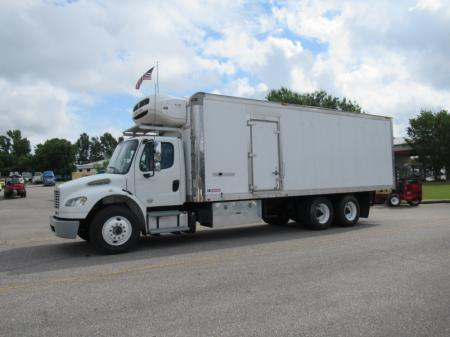 2013 Freightliner BUSINESS CLASS M2 106 6