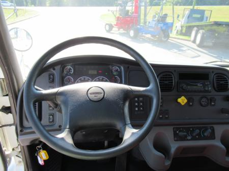 2013 Freightliner BUSINESS CLASS M2 106 16