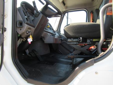 2013 Freightliner BUSINESS CLASS M2 106 17
