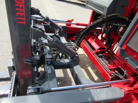 2005 Moffett M5500 N 4W 8