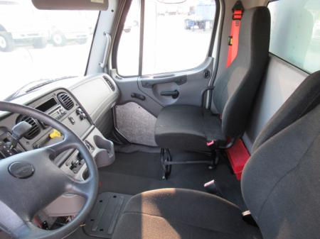 2015 Freightliner BUSINESS CLASS M2 106 9