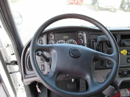 2015 Freightliner BUSINESS CLASS M2 106 11