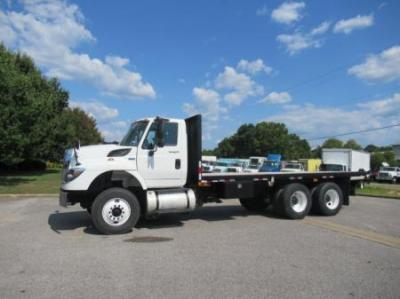 The Flatbed Truck and Moffett a Combination Made in Logistics Heaven